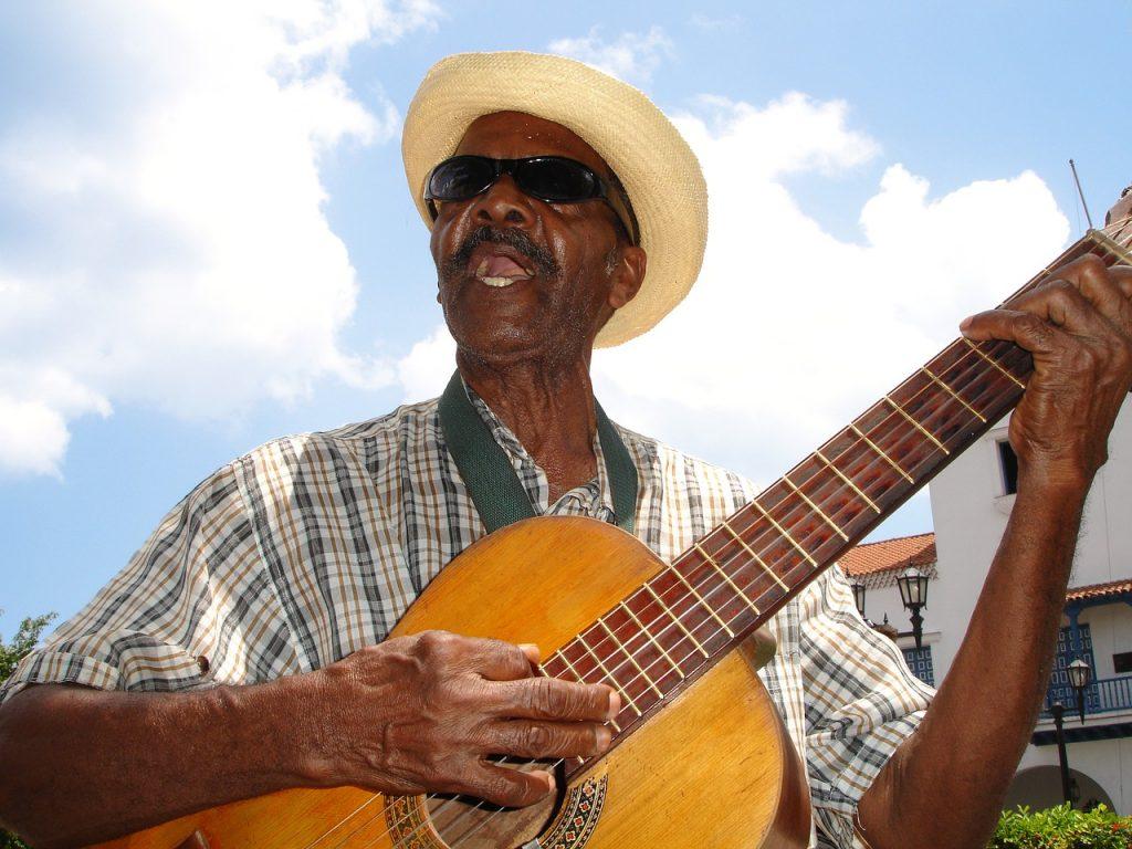 ver cantante callejero cubano