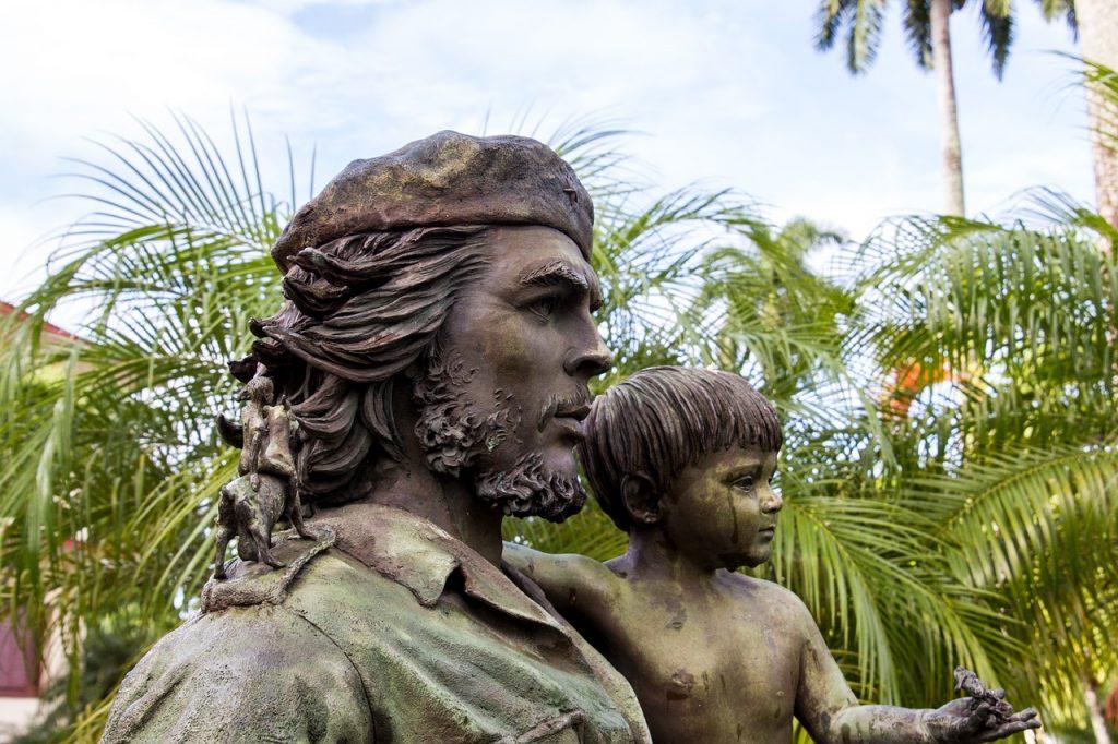 tienes que ver la estatua del che guevara en cuba