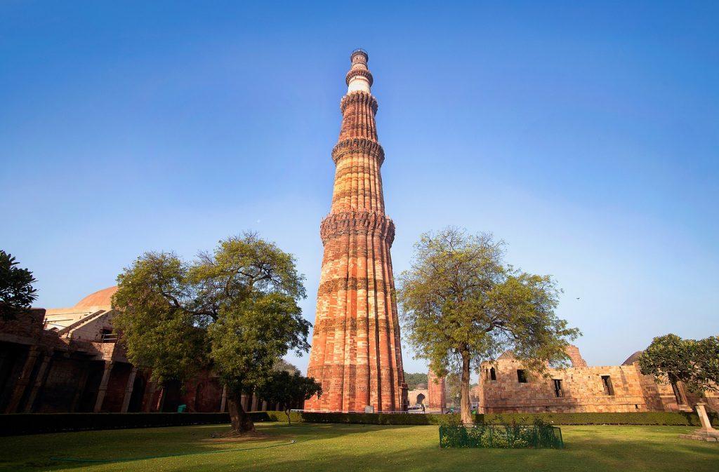 ver el qutab minar en delhi india